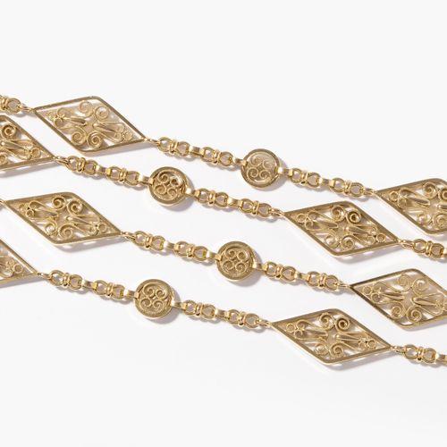 Gold Taschenuhrenkette, um 1900 黄金怀表链,1900年左右  法国进口品牌。750黄金。实心钻石和圆形链接,有花纹装饰。长164…