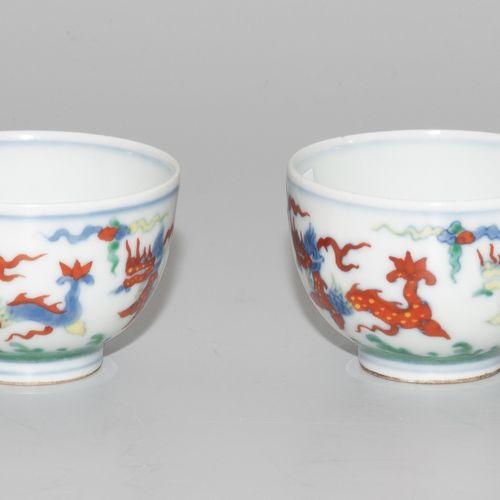 2 Doucai Koppchen 2 coups de Doucai  La Chine. Porcelaine. Marque Ming Chenghua …