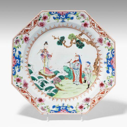 Teller 碟子  中国,18世纪,瓷器。八件套。法米勒玫瑰的菩萨形象场景。D 23厘米。 边缘略有擦伤,釉面有瑕疵。
