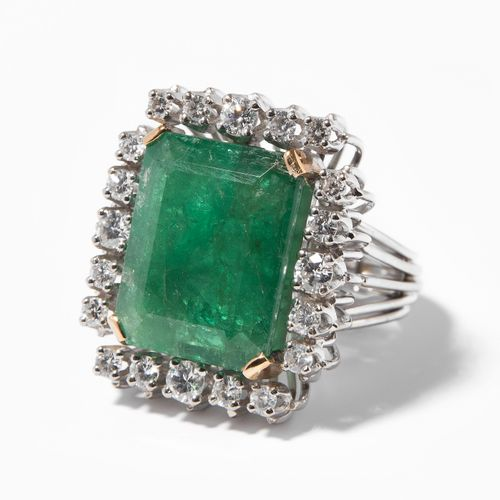 SMARAGD BRILLANT RING Bague en diamant émeraude  1970s. Or blanc 750. 1 émeraude…