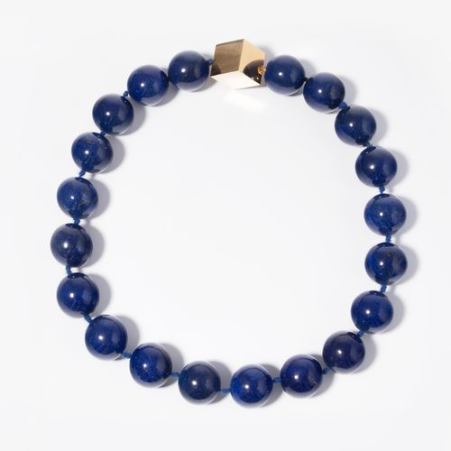 LAPISLAZULI COLLIER Collier de lapis lazuli  Or jaune 750. Boules de 22 mm. Cube…
