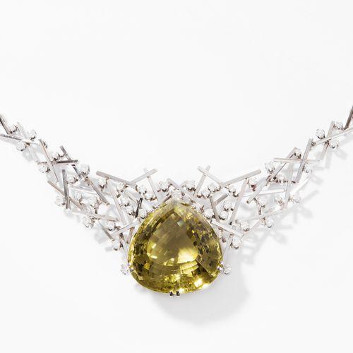 Lemonquarz Brillant Collier 柠檬石英钻石项链  1970s.手工制作。750白金。刻面柠檬石英约70克拉,97颗钻石约3.90克拉。…