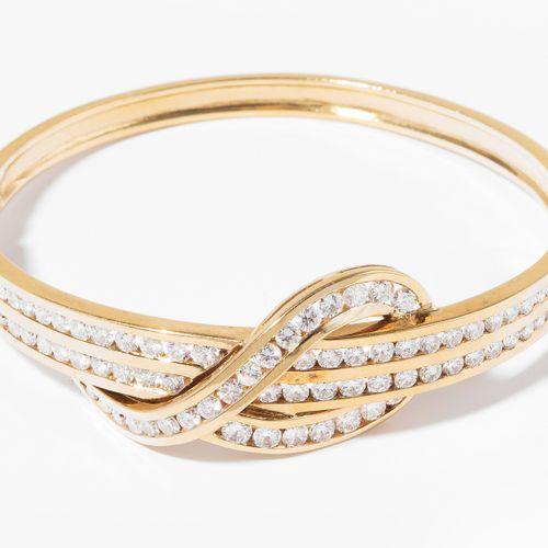 "Brillant Armreif 辉煌的手镯  进口标记伦敦,1986年后。标记 ""HJ""。585黄金。绳结图案,镶嵌86颗明亮型切割钻石,约3.60克拉G/H…"