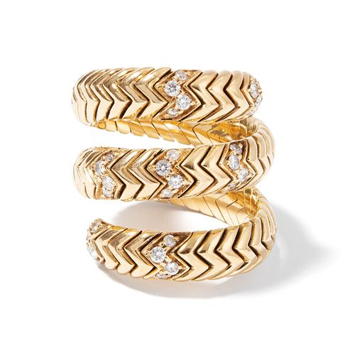 "Bulgari Ring ""Spiga"" 宝格丽戒指 ""Spiga  签名。750黄金。穗状图案的戒指,部分装饰有32颗细钻,约0.64克拉。尺寸灵活,22.7…"