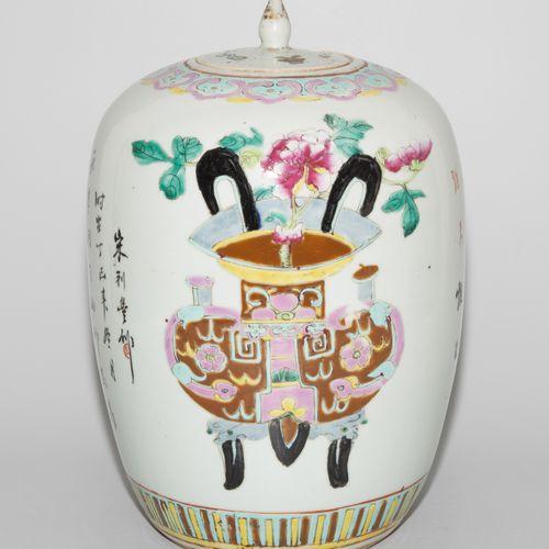 Deckeltopf Pot à couvercle  Chine, début du 20e siècle. Porcelaine. Forme ovoïde…