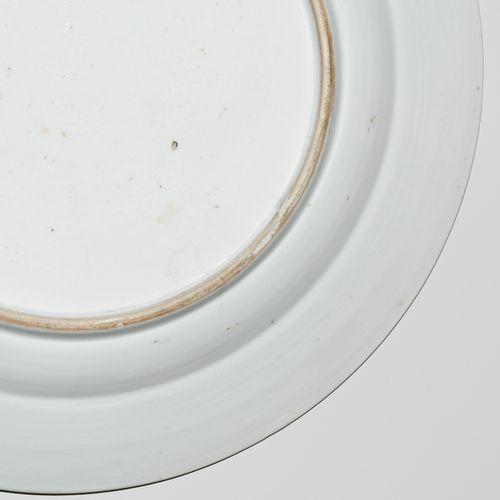 Teller Plaque  Chine, 18e s. Porcelaine. Compagnie des Indes. Décoration florale…