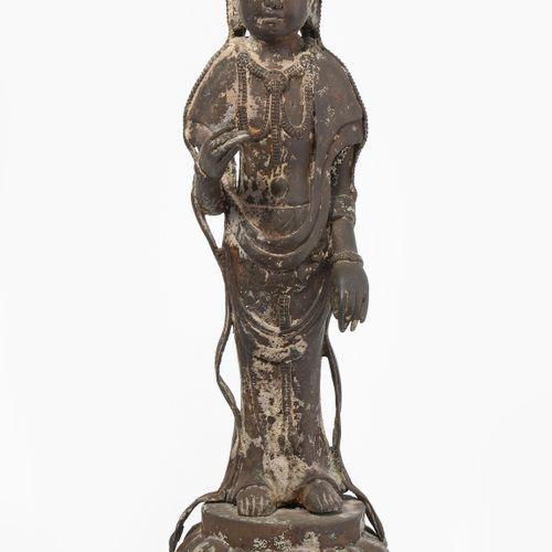 STEHENDE GUANYIN Guanyin debout  Chine, dynastie Qing. Bronze. Sur une base de l…
