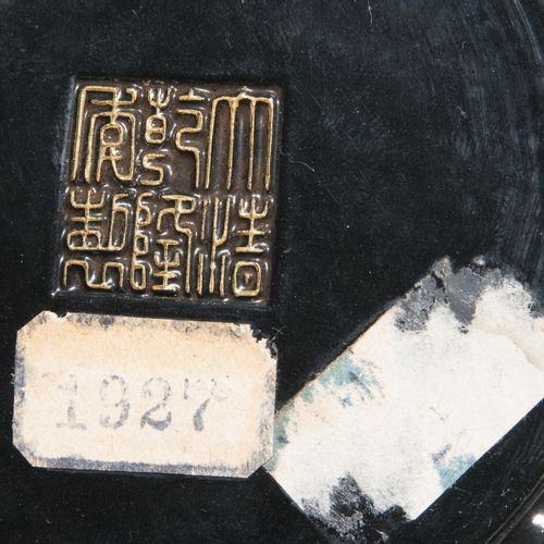 Zinnober Schnitzlack imitierende Deckeldose Boîte à couvercle en laque imitant l…