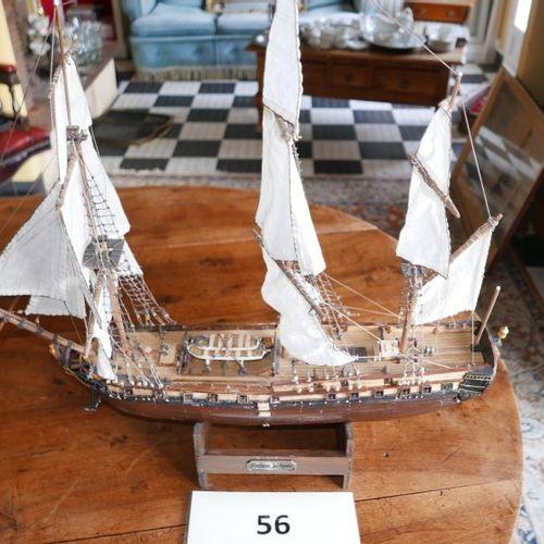 Un navire de guerre trois mats.