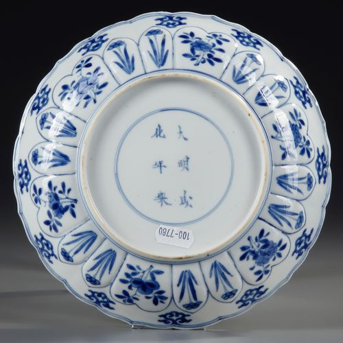 A CHINESE BLUE AND WHITE PLATE, KANGXI PERIOD (1662 1722) The centre of the plat…