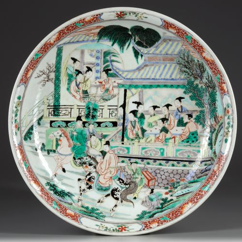 A LARGE CHINESE FAMILLE VERTE CHARGER The interior is finely decorated with a na…