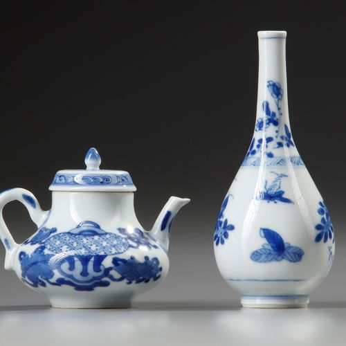 A SMALL CHINESE BLUE AND WHITE VASE AND TEAPOT WITH COVER, KANGXI PERIOD (1662 1…