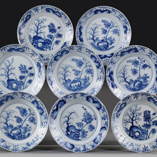 A GROUP OF EIGHT CHINESE BLUE AND WHITE PLATES, KANGXI (1662 1722) Decorated wit…