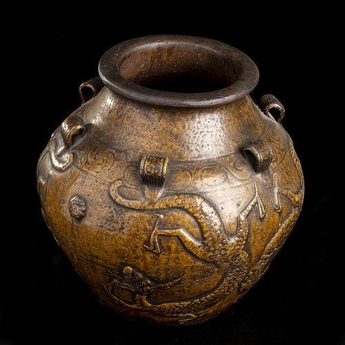 A GLAZED MARTABAN JAR Cina, probabilmente dinastia Ming Corpo globulare, la bocc…