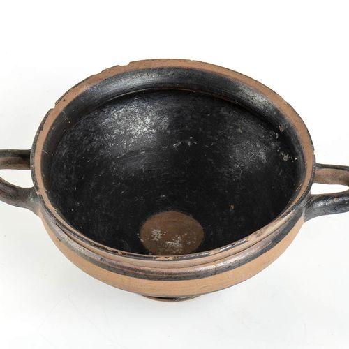 KYLIX DI TIPO IONICO VI secolo a.C. Alt. Cm 8 ; diam. Orlo cm 14 Integra, con sb…