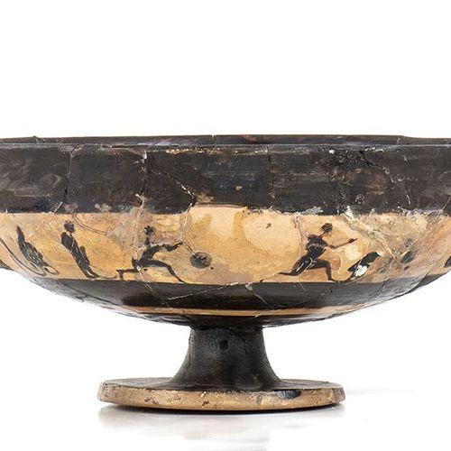 KYLIX ATTICA A FIGURE NERE TIPO BAND CUP VI secolo a.C. Alt. Cm 10,5 ; diam. Cm …
