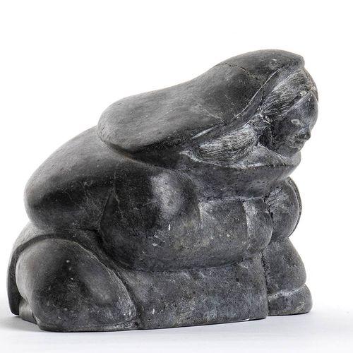 JOSHUA Paujunji TALIRUNILI (Inuit, 1929) Eskimo, 1982 Sculpture de pierre inuite…