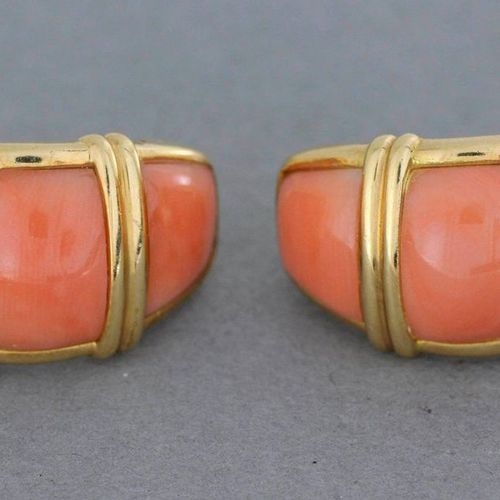 Henri MARTIN. Pair of gold ear clips enriched with coral monogrammed H.M. Gross …