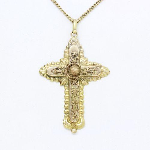 Pendentif croix en or 585 millièmes estampé, appliqué d'un décor finement filigr…