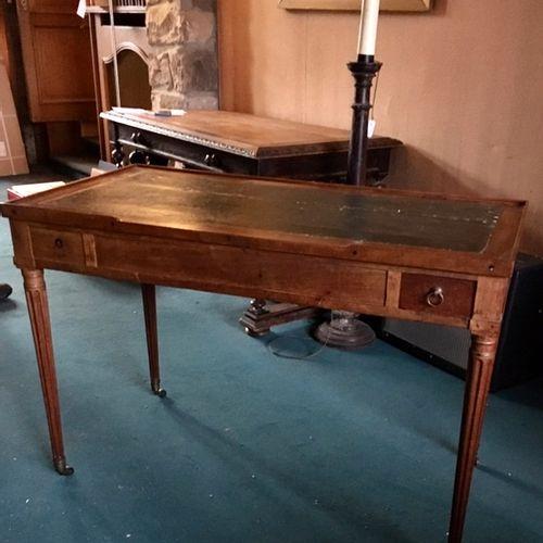 Table à jeu de tric trac en acajou, le plateau amovible découvrant un intérieur …