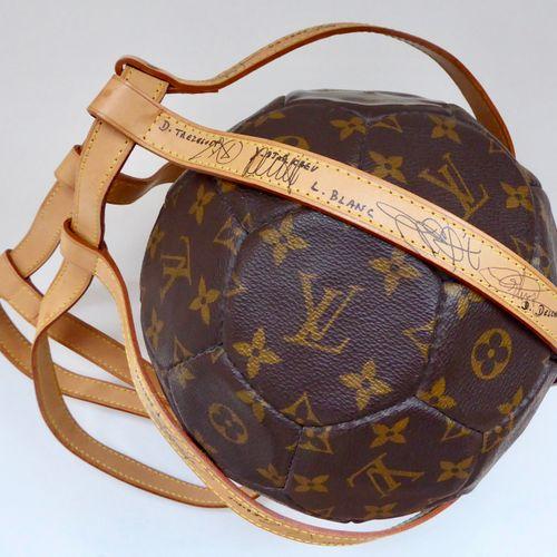 """Louis VUITTON : Exceptionnel ballon 1998 numéroté """"1042"""" d'un tirage limité. Bal…"""