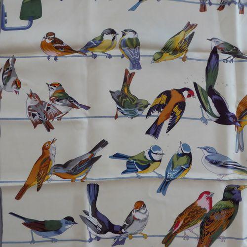 HERMES, Les oiseaux des champs et des bois : Carré pure soie (tâches en haut au …