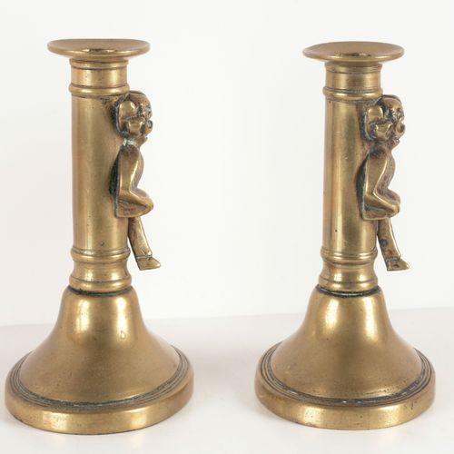 [KANDELAARS] Twee bronzen kandelaars met duiveltjes  Brons (14.5 cm), onbekende …