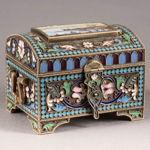 A SILVER GILT AND CLOISONNÉ ENAMEL CASKET 2nd half 20th century The hinged lid d…