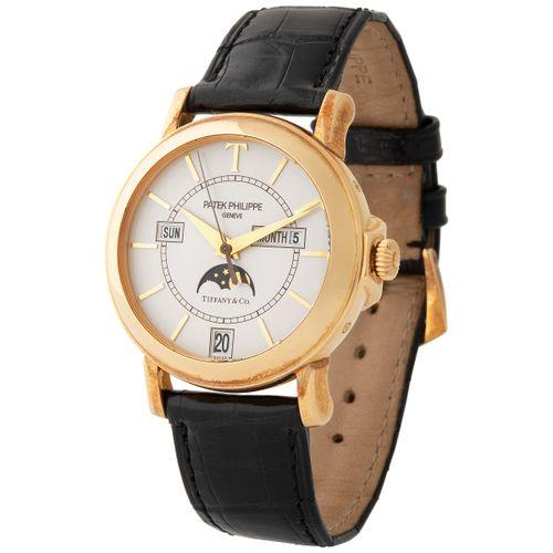 Patek Philippe. Fine and Precious Automatic Annual Calendar Wristwatch in Yellow…