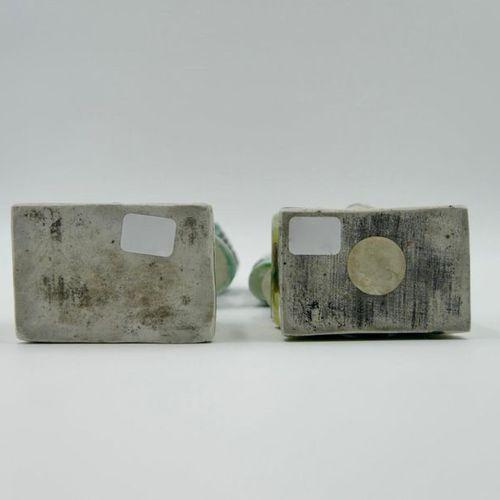 CHINE XIXe siècle Deux statuettes d'immortels en porcelaine émaillée polychrome,…