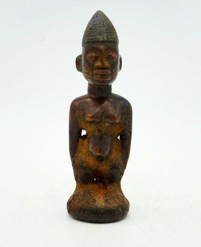 Twin Ibedji Yoruba Nigeria Wood, pigments, beads, organic residues H.: 20 cm. Fe…