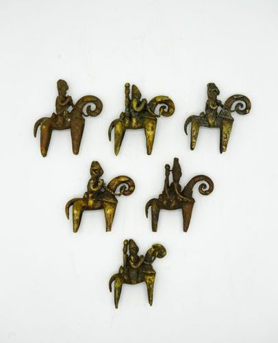 Lot of six riders Sao Kotoko Chad Brass Various measurements, from H.: 8.5 cm. T…