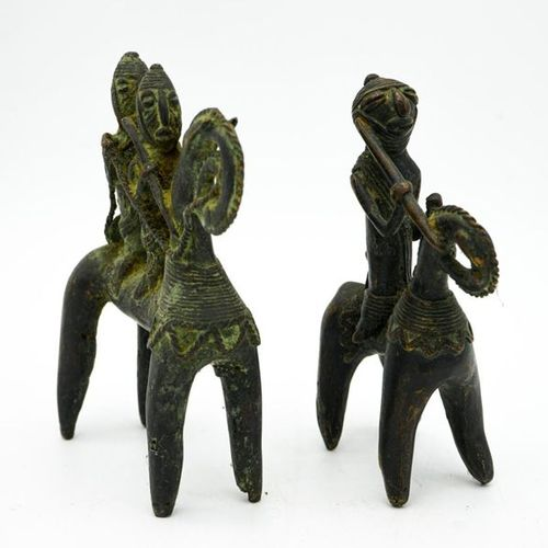 Pair of riders Sao Kotoko Chad Brass H.: 19 cm. Small statuettes with stylised l…