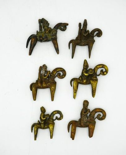 Lot of six riders Sao Kotoko Chad Brass Various measurements from H.: 6.5 cm. To…