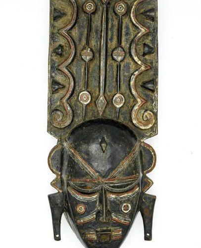 Do Ligbi Mask Ivory Coast / Ghana Wood, pigments H.: 42 cm. This mask presents a…