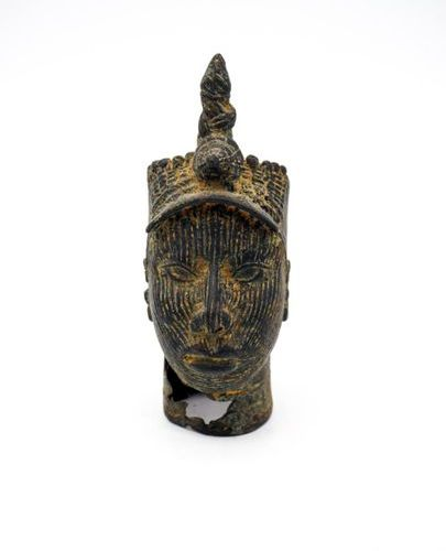 Two heads Ife Nigeria Bronze H.: 14 cm. H.: 9 cm. Head with fine, realistic feat…