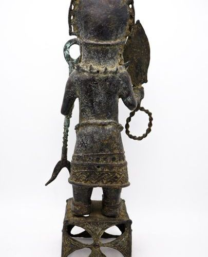Oba in war dress Edo Bini Kingdom of Benin (Nigeria) Brass H.: 58.5 cm Anthropom…