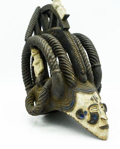 Igbo mask Nigeria Wood, kaolin, pigments H.: 39.5 cm. Mask with an elaborate hai…