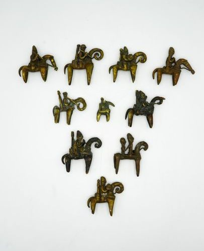 Lot of ten riders Sao Kotoko Chad Brass Various measurements from H.: 5 cm. To H…