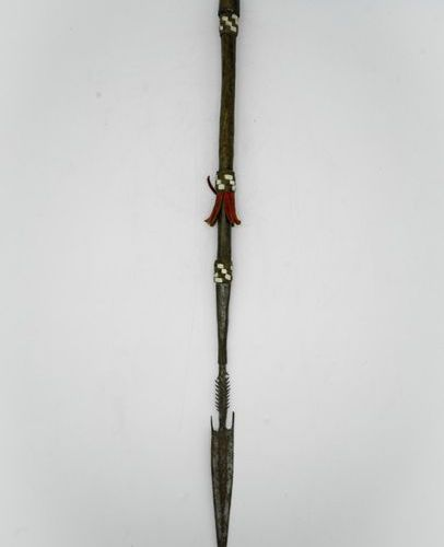 Lance tip Chad Wood, metal, leather H.: 65 cm. Lance tip whose wooden handle is …