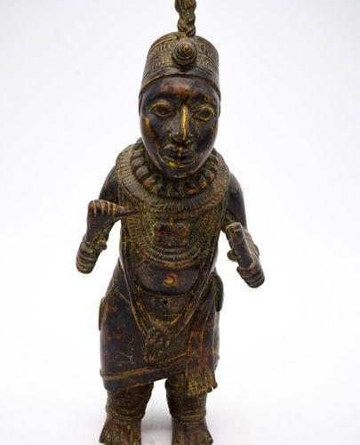 Nain de cour Bini Edo Royaume du Bénin (Nigeria) Laiton H. : 28,5 cm. Statue ant…