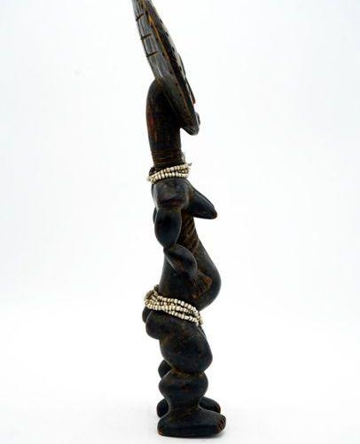 Fertility doll akwaba Ashanti Ghana Wood, beads H.: 42.5 cm. Doll with a long ri…