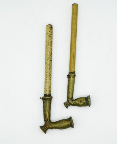 Lot of two Kirdi pipes Cameroon Bronze and bamboo H.: 20 cm. Lot of two pipes wi…