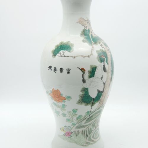 CHINA 20th CENTURY  Open necked baluster vase in polychrome enamelled porcelain …