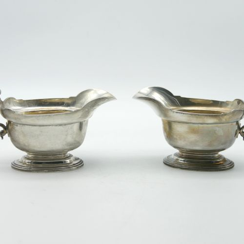 LONDON 1915  Pair of English silver sauce boats on oval base  Master Goldsmith P…
