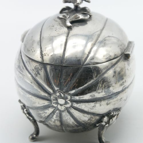 RUSSIA  800/1000e silver box in the shape of a melon resting on four small feet,…