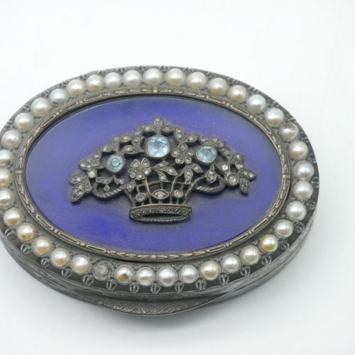 XIXth CENTURY  Oval snuffbox in engraved metal with a lid encircled with pearls …
