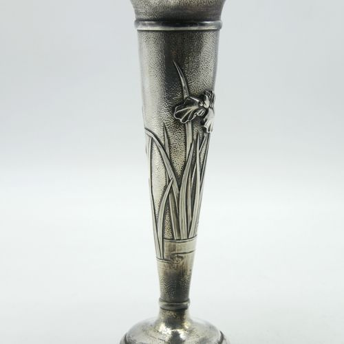 ARTHUR & BOND YOKOHAMA CIRCA 1900  Hammered silver cornet vase with iris decorat…