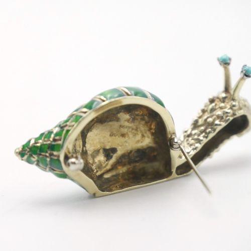 XXe SIÈCLE  Broche en forme d'escargot en or 585/1000e émaillé vert, oeil signif…