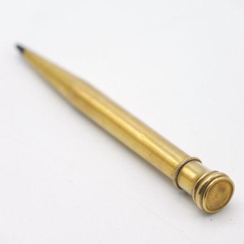 FRANCE XXe SIÈCLE  Deux stylos porte mines en or 750/1000e, le plus petit rétrac…